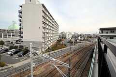 建物の隣は線路です。(2012-02-28,共用部,OTHER,4F)