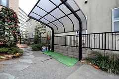 駐輪場の様子。(2012-02-28,共用部,GARAGE,1F)