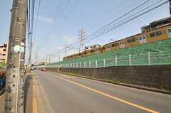 駅からシェアハウスまでは線路沿いの道を進みます。(2014-05-13,共用部,ENVIRONMENT,1F)