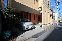 自転車置き場の様子。バイクも駐車可能です。(2014-01-14,共用部,GARAGE,1F)