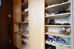 靴箱の様子。専有部ごとに使えるスペースが決まっています。(2018-09-03,周辺環境,ENTRANCE,1F)
