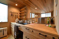 キッチンの様子2。広めの作業台があります。(2018-09-03,共用部,KITCHEN,2F)