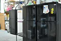 各部屋ごとに用意された冷蔵庫が並んでいます。(2013-09-02,共用部,KITCHEN,2F)