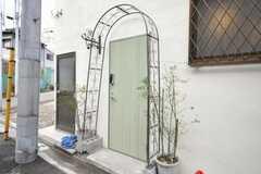 シェアハウスの正面玄関。(2010-01-13,周辺環境,ENTRANCE,1F)