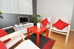シェアハウスのラウンジの様子5。座り心地も良い。(2010-01-13,共用部,LIVINGROOM,1F)