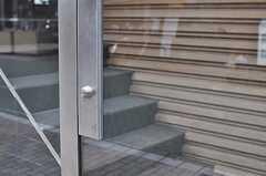 エントランスのドアの様子。(2014-01-30,周辺環境,ENTRANCE,1F)