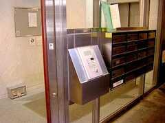 マンション入り口の様子。(オートロック)(2006-08-03,周辺環境,ENTRANCE,1F)
