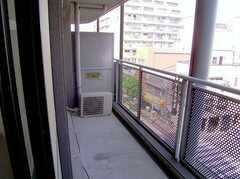 ベランダの様子4。021号室、4022号室から出ることが出来る。(2006-08-03,専有部,ROOM,4F)