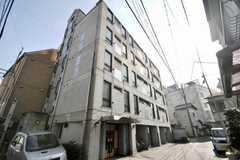 マンションの外観。1棟まるまるシェアハウスです。(2010-02-18,共用部,OUTLOOK,1F)