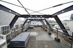 屋上の様子。物干し可能。(2010-02-18,共用部,OTHER,6F)
