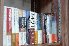 本のジャンルも豊富。(2014-08-27,共用部,LIVINGROOM,3F)