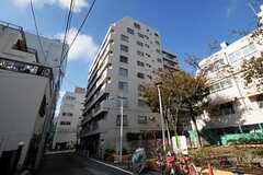 マンションの外観の様子。シェアハウスは8Fの一室にあります。(2012-11-12,共用部,OUTLOOK,1F)