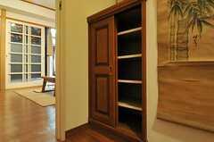 靴箱の様子。大型の靴箱は水まわり設備側に設置されています。(2012-11-12,周辺環境,ENTRANCE,8F)