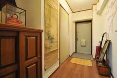 廊下の様子。左手に水まわり設備があります。(2012-11-12,共用部,OTHER,8F)