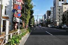 シェアハウスから東京メトロ日比谷線・入谷駅へ向かう道の様子。(2012-11-12,共用部,ENVIRONMENT,1F)