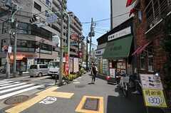 東京メトロ千代田線・千駄木駅からシェアハウスへ向かう道の様子。(2011-07-13,共用部,ENVIRONMENT,1F)