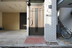 シェアハウスの正面玄関。(2012-11-29,周辺環境,ENTRANCE,1F)