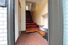 正面玄関から見た内部の様子。(2012-11-29,周辺環境,ENTRANCE,1F)