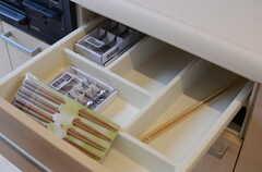 キッチンの引き出しの様子。(2012-11-29,共用部,KITCHEN,3F)