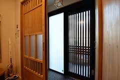 内部から見た玄関周りの様子。(2017-02-21,周辺環境,ENTRANCE,1F)