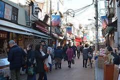 徒歩1分かからない商店街は、非常に賑わっています。(2017-02-21,共用部,ENVIRONMENT,1F)