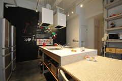 キッチンの様子。(2013-08-12,共用部,KITCHEN,1F)