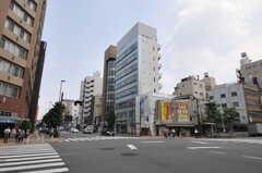 都営大江戸線・新御徒町駅周辺の様子。(2013-08-12,共用部,ENVIRONMENT,1F)