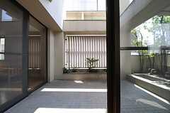 ベランダの様子。(303号室)(2011-07-12,専有部,ROOM,3F)