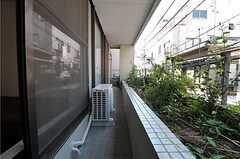 201号室と202号室のベランダは繋がっています。(2011-08-10,専有部,ROOM,2F)