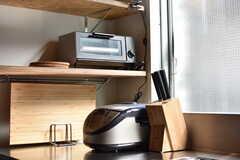 シンクの脇に炊飯器が置かれています。(2019-04-16,共用部,KITCHEN,2F)