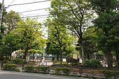 シェアハウスの近くには公園があります。(2011-05-20,共用部,ENVIRONMENT,1F)