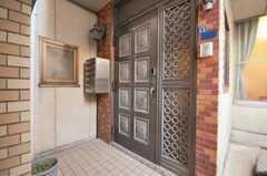シェアハウスの正面玄関。(2010-02-03,周辺環境,ENTRANCE,1F)