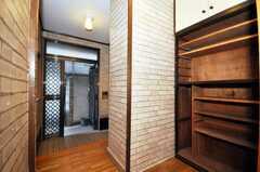 内部から見た玄関周りの様子。(2010-02-03,周辺環境,ENTRANCE,1F)