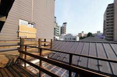 ベランダの様子。ここから隅田川の花火が正面に見えるそう。(2010-08-16,共用部,OTHER,3F)