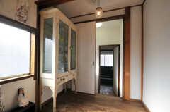 アンティークの飾り棚。(2010-08-16,共用部,OTHER,2F)