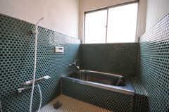 バスルームの様子。タイル貼りに苦労されたそう。(2010-08-16,共用部,BATH,2F)
