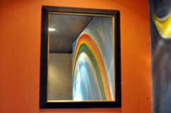 廊下の鏡に映る虹。(2010-08-16,共用部,OTHER,2F)