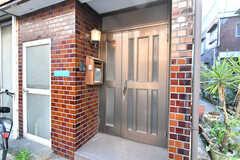 シェアハウスの玄関。(2019-11-20,周辺環境,ENTRANCE,1F)