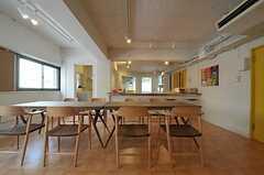 奥にはキッチンがあります。(2011-08-10,共用部,LIVINGROOM,3F)