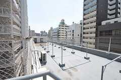 屋上の様子。物干しができます。(2011-08-10,共用部,OTHER,5F)
