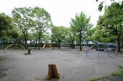 目の前には公園があります。(2011-05-12,共用部,ENVIRONMENT,1F)