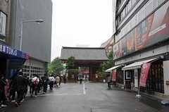 商店街を抜けると、浅草寺もすぐ近く。(2011-05-12,共用部,ENVIRONMENT,1F)