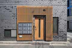 シェアハウスの正面玄関。(2012-04-10,周辺環境,ENTRANCE,1F)