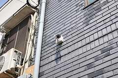玄関には防犯カメラが設置されています。(2012-04-10,周辺環境,ENTRANCE,1F)