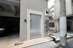 シェアハウスの正面玄関。(2011-03-01,周辺環境,ENTRANCE,1F)