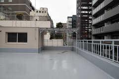 屋上では物干しもできます。(2011-03-01,共用部,OTHER,4F)