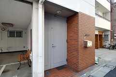 シェアハウスの正面玄関。(2011-02-03,周辺環境,ENTRANCE,1F)