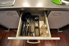引き出しには調理器具が収納されています。(2010-10-14,共用部,OTHER,2F)
