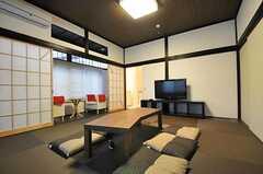 ローテーブルはコタツにもなります。(2011-11-03,共用部,LIVINGROOM,2F)