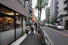 東京メトロ千代田線・千駄木駅からシェアハウスへ向かう道の様子。(2011-11-03,共用部,ENVIRONMENT,1F)